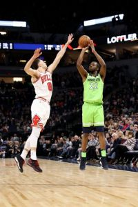 Teague scores 25 to lead Butler-less Wolves past Bulls